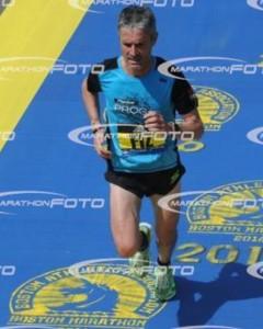 Fiz llegando a  meta del Maratón de Boston